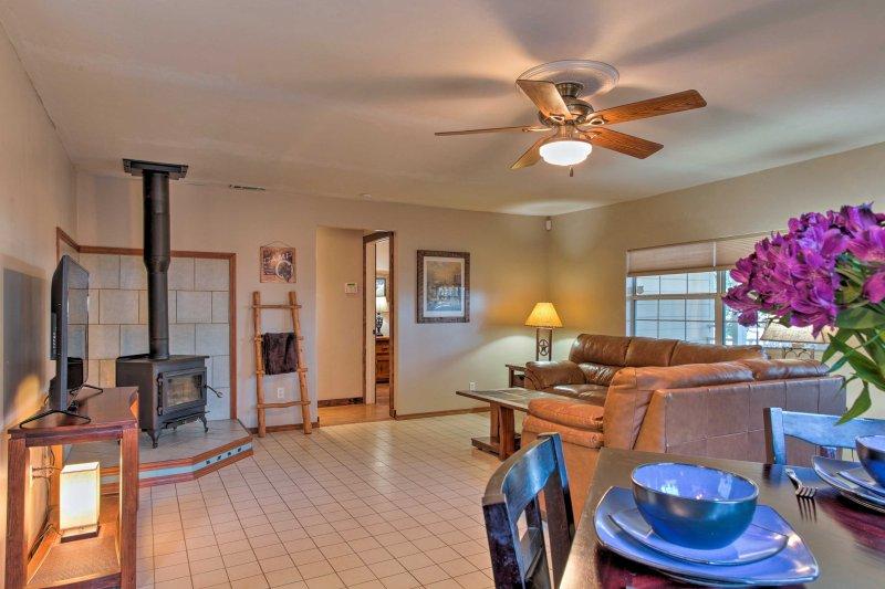Situé sur 1/2 acre de terrain, cette location de vacances 2 chambres, 1 salle de bains-est parfait pour 4 personnes.