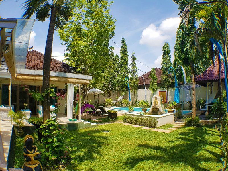 Villa Bunny central Seminyak & walking distance to the beach, holiday rental in Kuta