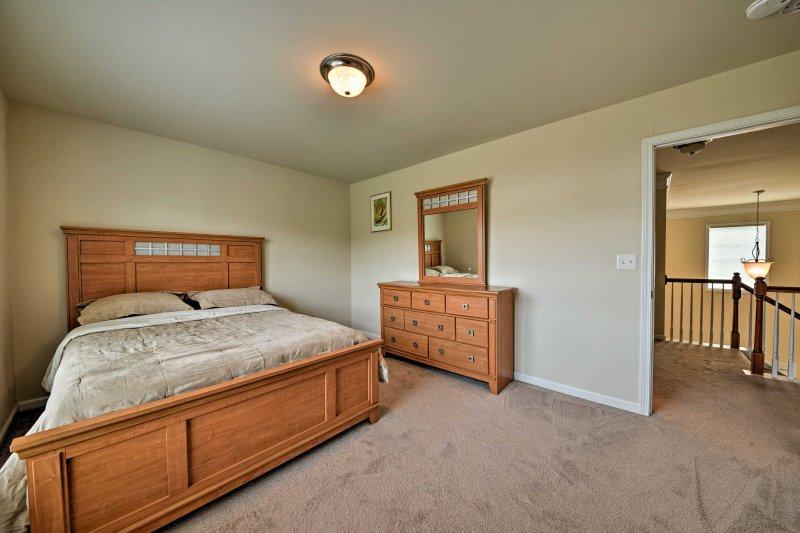 Retire-se para o quarto principal para uma noite profunda de sono.