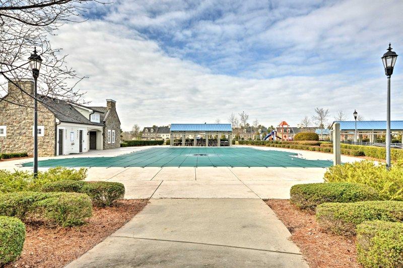 Tire proveito dos equipamentos colectivos, incluindo uma piscina, banheira de hidromassagem e centro de fitness.