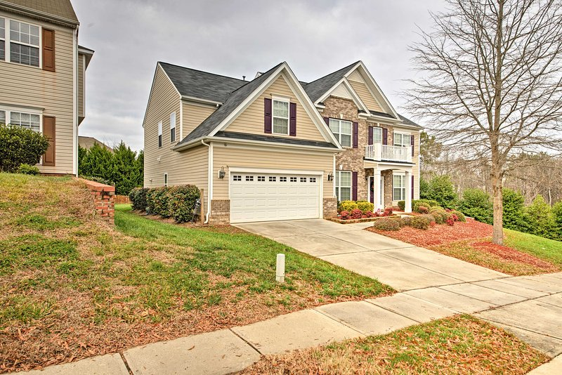 Modern Charlotte Home Minutes From Downtown!, aluguéis de temporada em Mount Holly