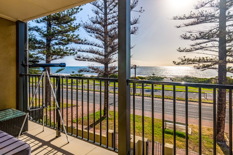 Sunset on Semaphore Luxury Beach Front Apartment, alquiler vacacional en Greater Adelaide