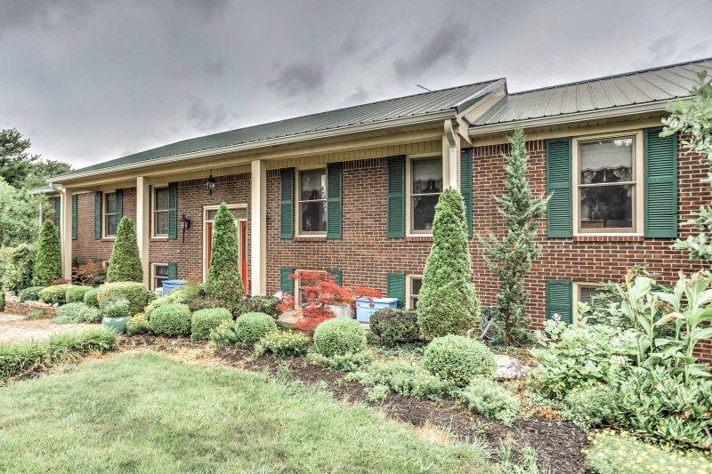 Brighten your Kentucky retreat with this 2-bedroom Danville apartment.