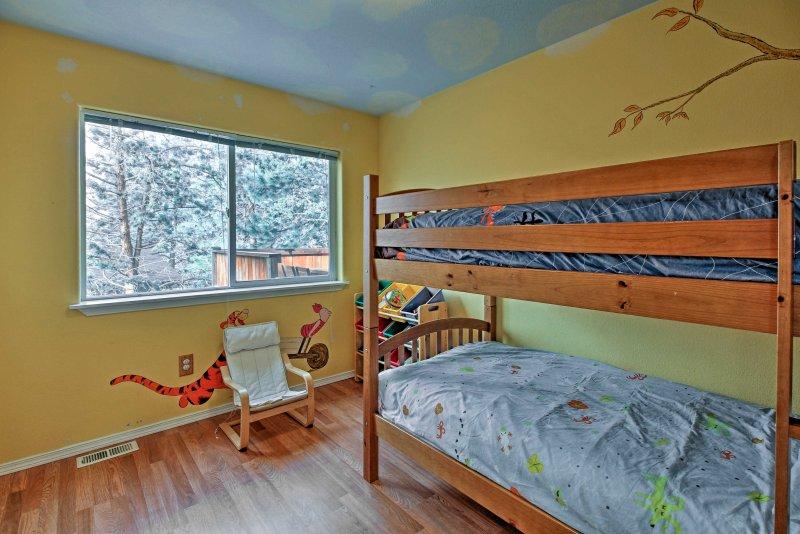 A los niños les encanta la litera doble-sobre-doble en el tercer dormitorio.