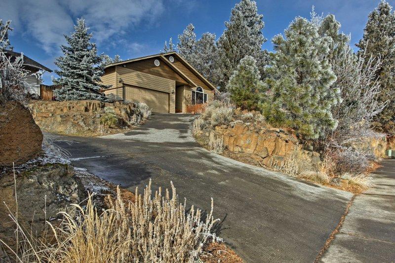Abrazar la vida de montaña durante su estancia en esta encantadora casa Bend.