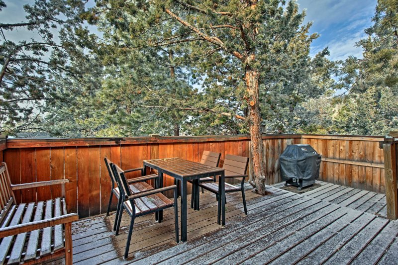 Escapar a las montañas para alojarse en este 3 dormitorios, 2 baños casa de alquiler de vacaciones en Bend!