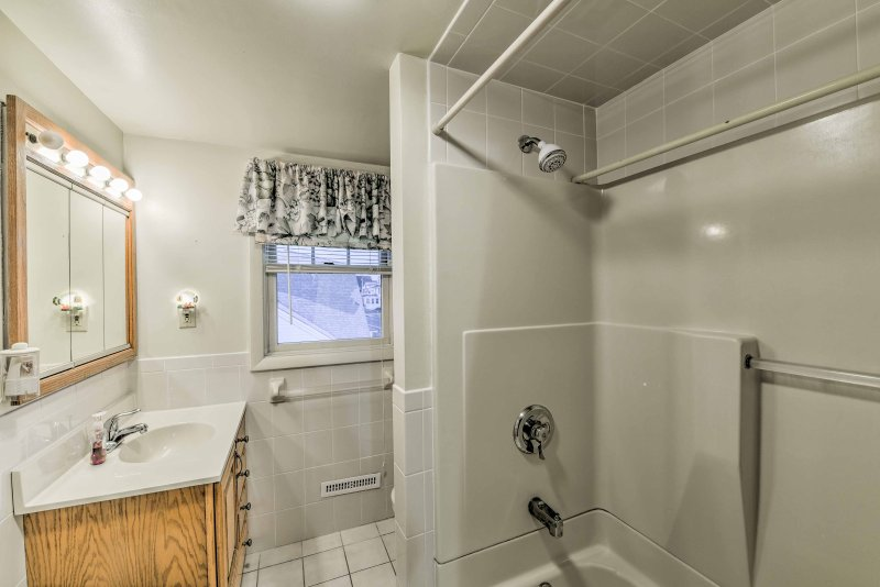 The full bathroom has a shower/tub combo.