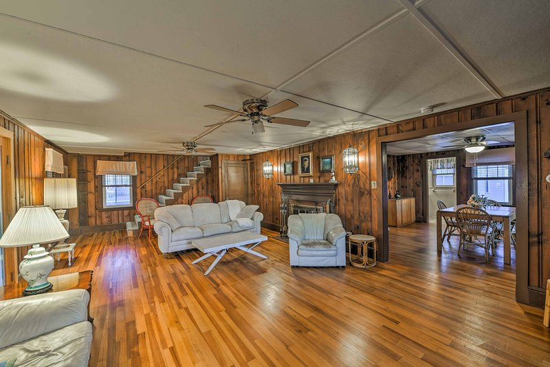 This 4-bedroom, 1.5-bath vacation rental home in Marshfield is ideal for 8!