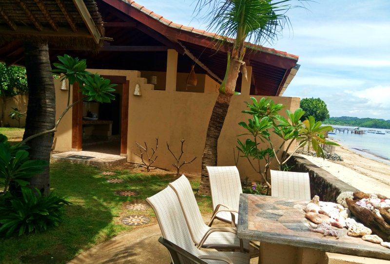 Bruce's Hideout Beachfront Cottage, holiday rental in Kuta