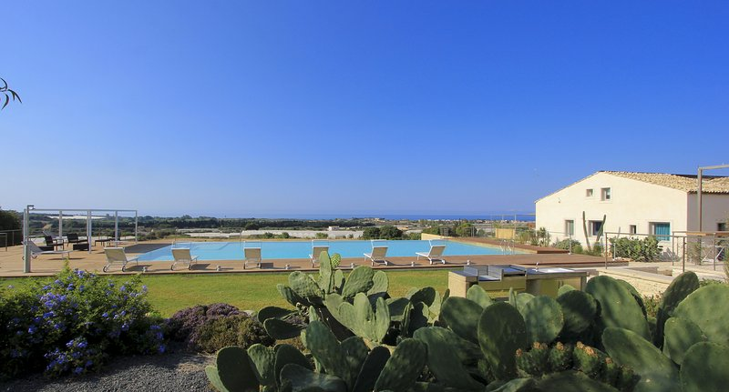 Stromboli, Petrantica Resort with pool, vacation rental in Ragusa