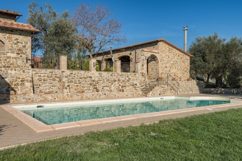 Porrona Holiday Home Sleeps 14 with Pool and WiFi - 5481174, holiday rental in Montenero d'Orcia