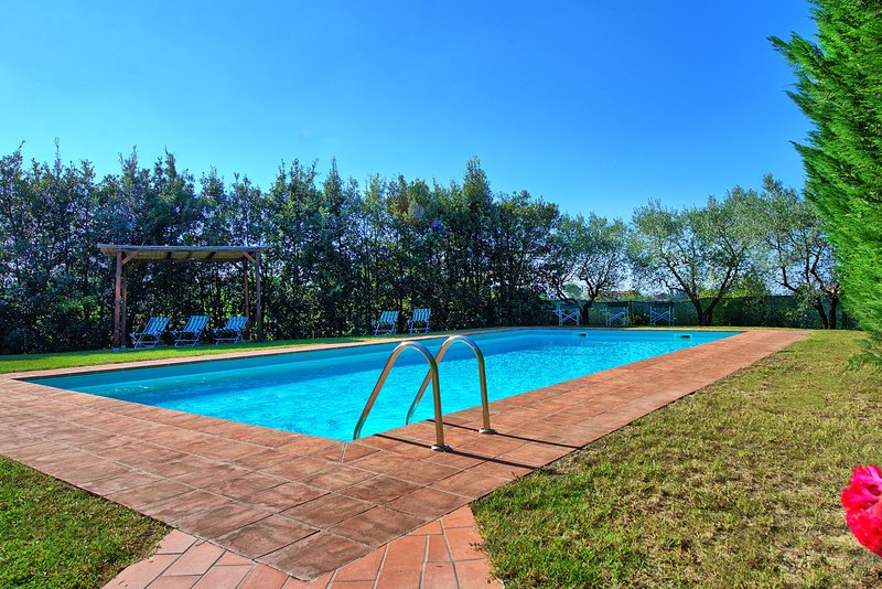 Creato Villa Sleeps 8 with Pool and WiFi - 5479399, holiday rental in Gorgognano