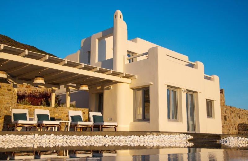 Naxos Rock Sea View Villa with Private Pool, aluguéis de temporada em Naxos