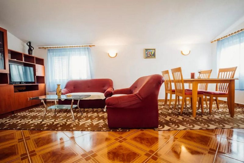 Solin Apartment Sleeps 4 with Air Con - 5472227, vacation rental in Solin