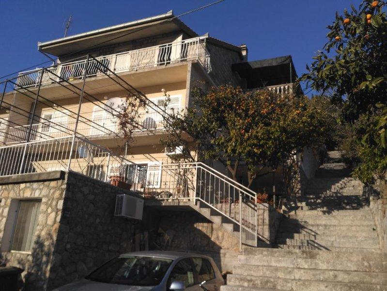 Comfortable and spacious apartment Trpanj, Pelješac (A-11545-a), casa vacanza a Oskorusno