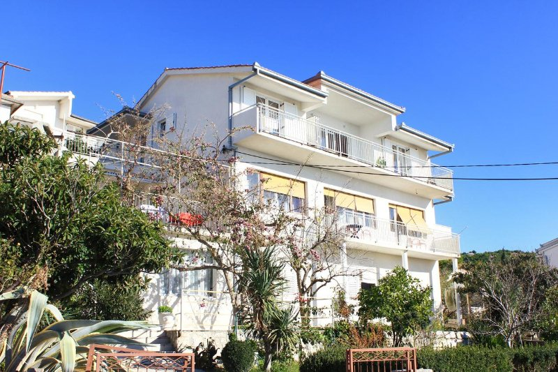 Four bedroom apartment Sumpetar, Omiš (A-9436-a), vacation rental in Krilo Jesenice