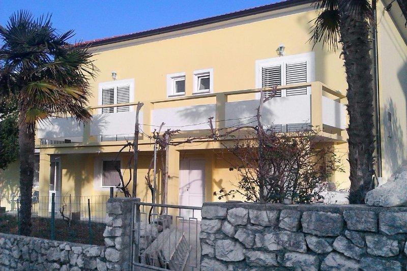 Two bedroom apartment Lun, Pag (A-9395-b), casa vacanza a Lun