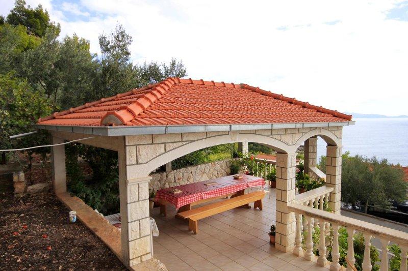 Prizba Apartment Sleeps 8 with Air Con - 5469299, location de vacances à Prizba