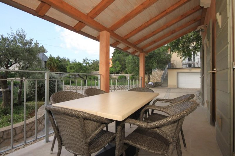 Nerezine Holiday Home Sleeps 5 with Air Con - 5467815, holiday rental in Nerezine