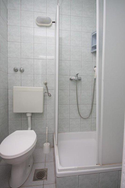 Badezimmer 2, Oberfläche: 2 m²