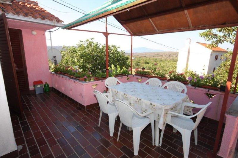 Stivan Apartment Sleeps 6 with Air Con - 5459278, holiday rental in Stivan