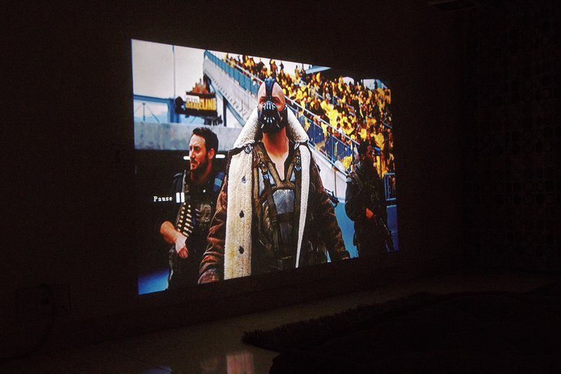 Movie afspelen via de projector als verlichting uit.