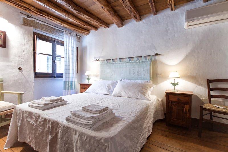 Antica casa in pietra, holiday rental in Baunei