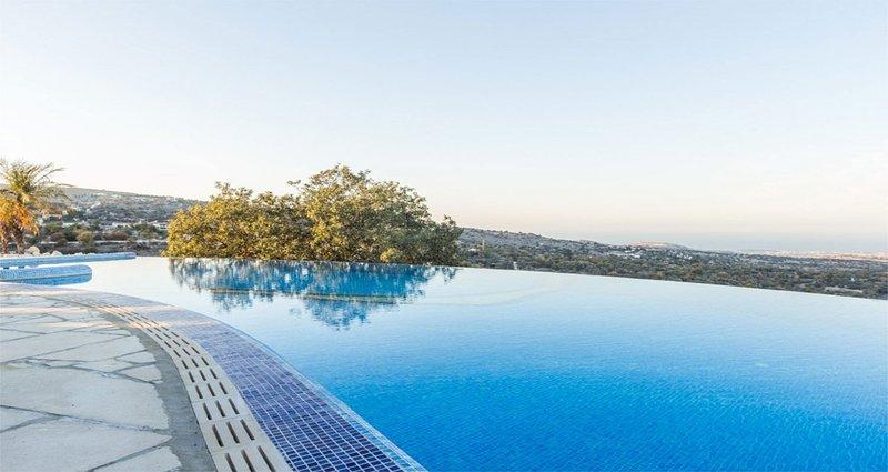 Een prachtig uitzicht vanaf de infinity pool