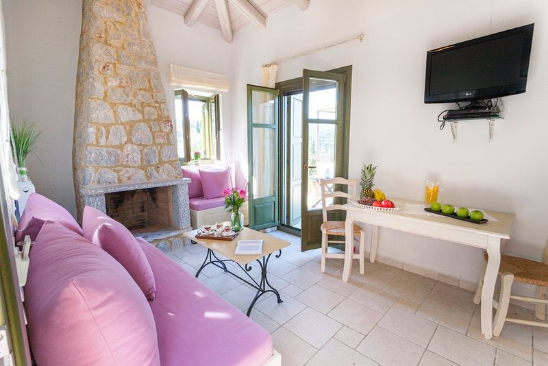 Lefkada Villa Sleeps 2 with Pool and Air Con - 5364687, vacation rental in Kavallos