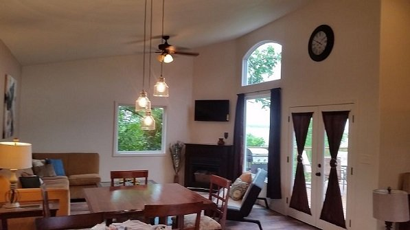 Luxury Tree House Cabin on the Lake*Pet Friendly, vacation rental in Canadian