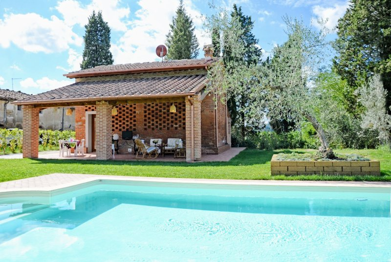 Sorrezzana Holiday Home Sleeps 6 with Pool Air Con and WiFi - 5312257, vacation rental in Corazzano