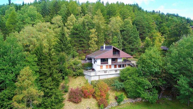 CHALET TOUT CONFORT ET SPACIEUX 4 à 12 PERSONNES, holiday rental in Bovernier