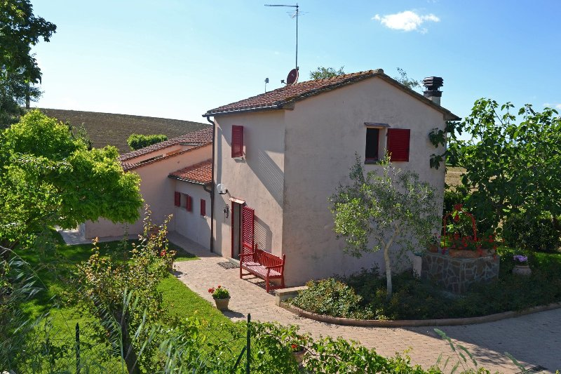 Sant'Angiolo Villa Sleeps 4 with Pool - 5242069, vacation rental in Montecchio