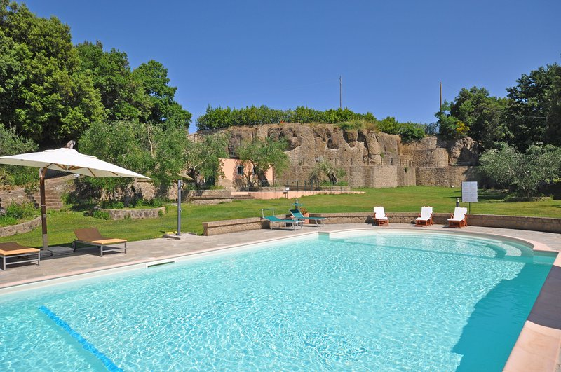 Pitigliano Apartment Sleeps 4 with Pool - 5242005, vacation rental in Pitigliano