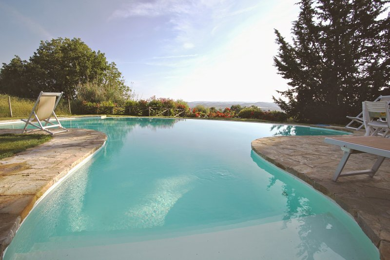 San Gimignano Holiday Home Sleeps 6 with Pool Air Con and WiFi - 5226979, holiday rental in Montefalconi