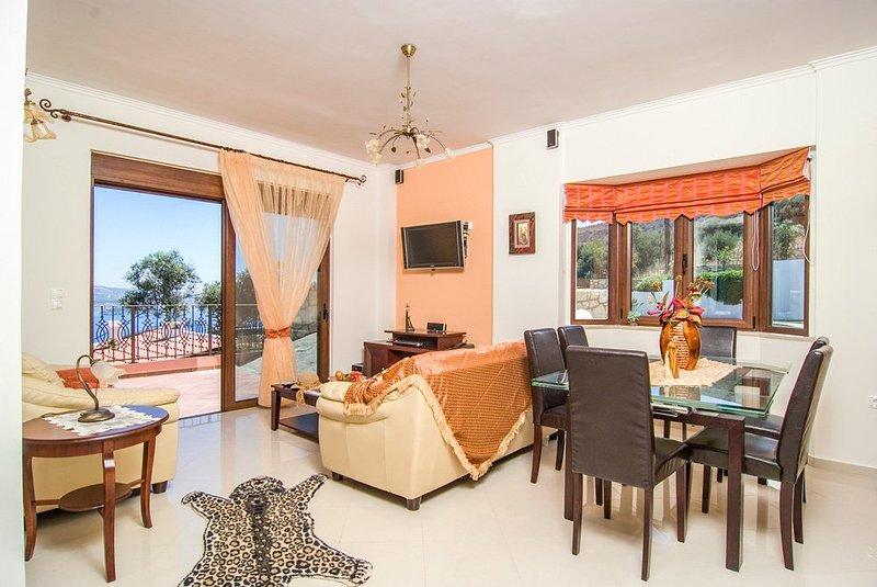 Sinoikismos Plakalona Villa Sleeps 6 with Pool and Air Con - 5217990, holiday rental in Aptera