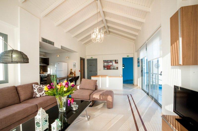 Nopigeia Villa Sleeps 6 with Pool and Air Con - 5217976, holiday rental in Koleni