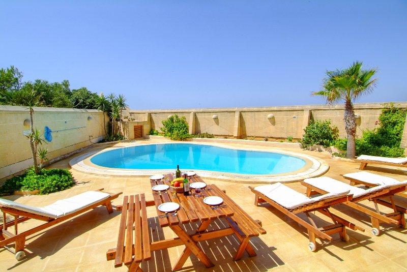 Santu Pietru Villa Sleeps 5 with Pool - 5217829, vacation rental in San Lawrenz