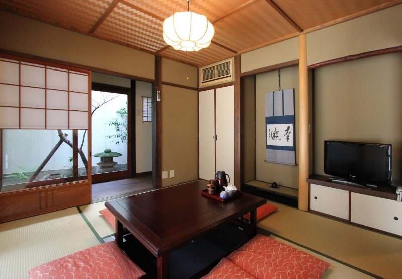 Authentic Machiya house in the Heart of GION! 2 FULL Bathrooms x FREE WiFi, location de vacances à Kyoto