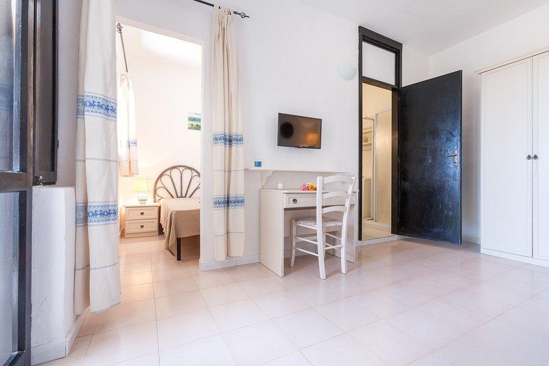 Free Beach Residence, appartamento a 100mt dalla spiaggia privata, vacation rental in Costa Rei
