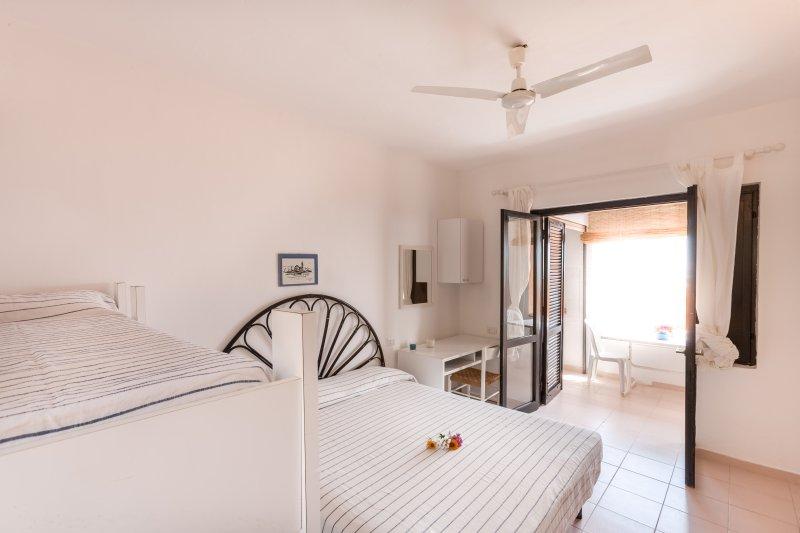 Free Beach Residence, a 100mt dalla spiaggia privata, vacation rental in Costa Rei