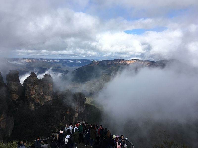 Echo point views. Three Sisters in the mist.  An easy 500 metre walk from Kookaburra Cottage