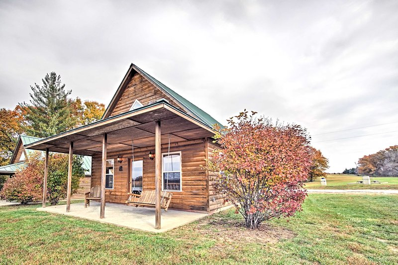 Lakefront Columbia Cabin w/ Views & Porch!, holiday rental in Columbia