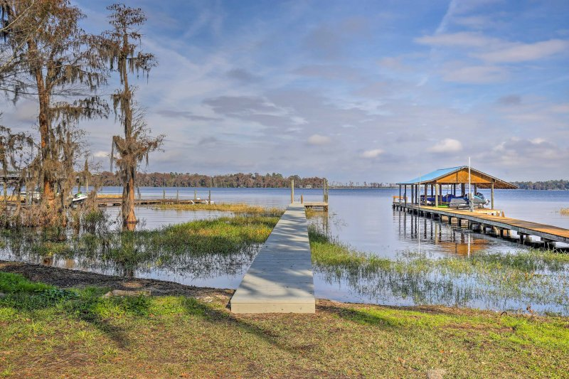 This beautiful property sleeps 6 travelers and boasts a dock on Santa Fe Lake.
