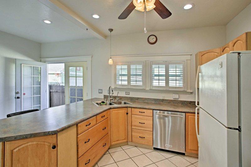 Die Küche ist mit modernen Geräten und Geschirr komplett ausgestattet!