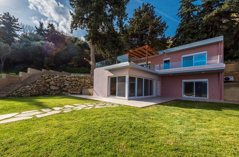 sala da frente é combinado cozinha com vivendo acesso room.Direct no terraço através de grande porta de correr.