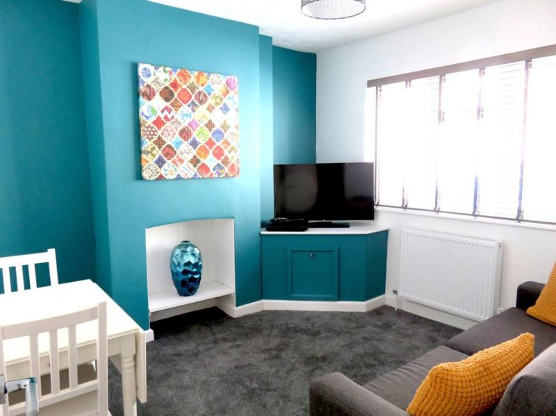 Room 1 | Stanley Street | Swindon | Shortmove, holiday rental in Aldbourne