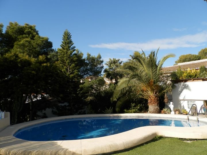 Villa with Private pool and gardens. Poolside bar for your personal use.