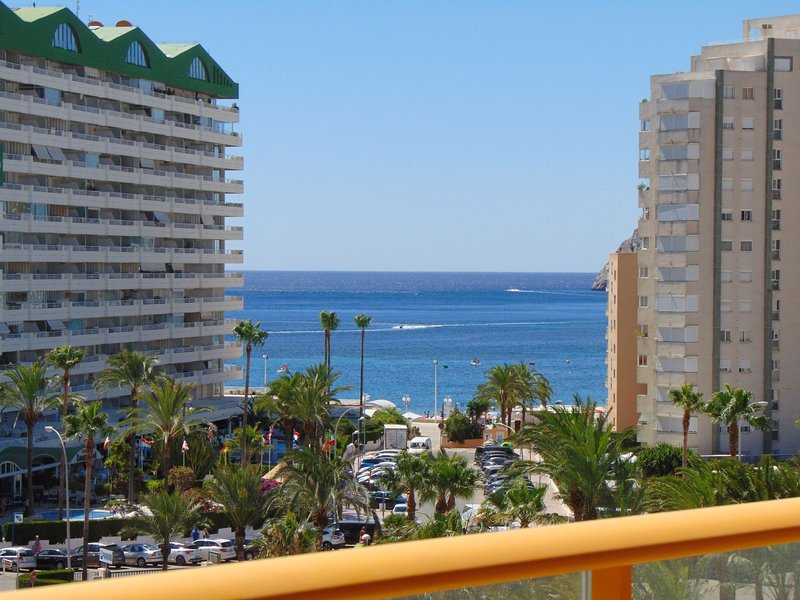 AMBAR BEACH 25D - Apartment close to beach with pool and sea views, holiday rental in Calpe