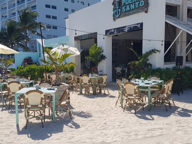 Another view of the Puerto Santo restaurant (on-site)